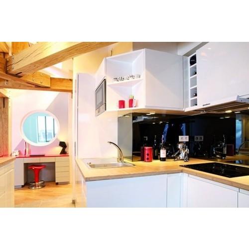 Tủ bếp gỗ chữ U phủ sơn đẹp thanh lịch