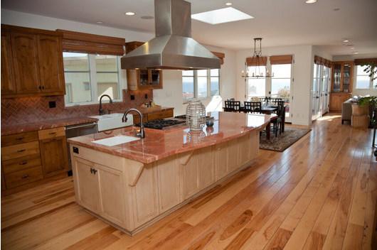Tủ bếp gỗ sồi Mỹ có quầy bar sang trọng