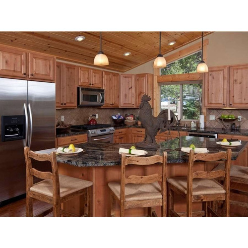 Tủ bếp gỗ sồi đỏ cho chị em nội trợ mê tít
