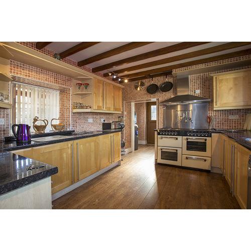 Mẫu tủ bếp gỗ thông lào cho chị em nội trợ yêu thích
