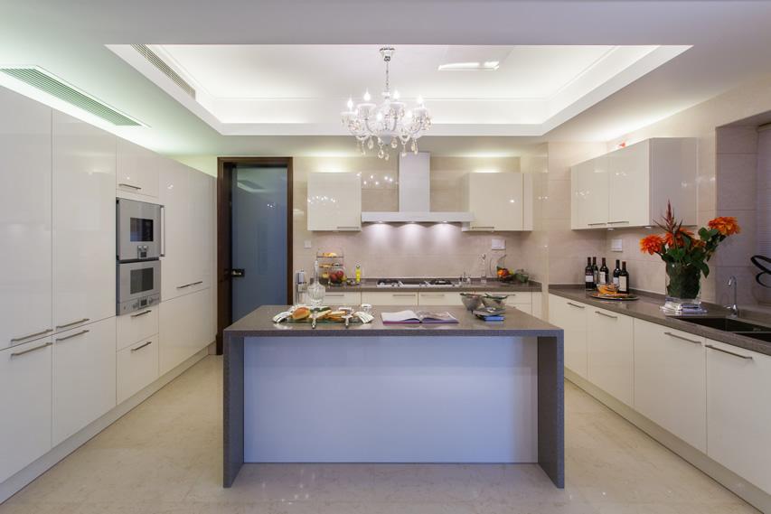 Tủ bếp PVC chữ U đẹp Acrylic có bàn đảo