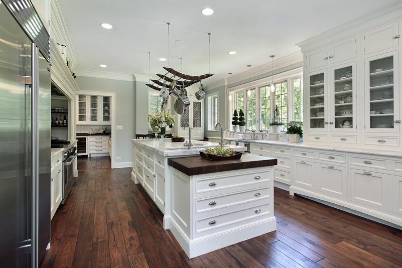 Tủ bếp gỗ dáng chữ U phủ sơn