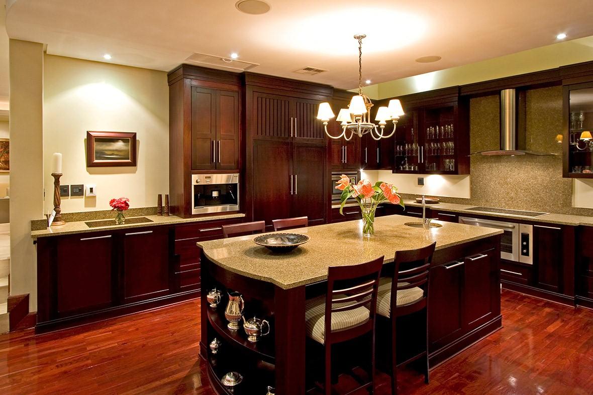 Tủ bếp gỗ xoan đào chữ L đẹp, tiện nghi