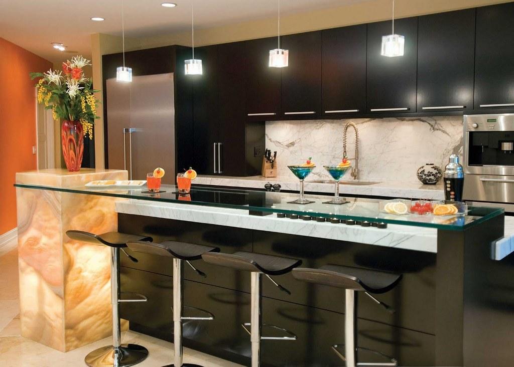 Tủ bếp gỗ sồi Mỹ phủ Acrylic
